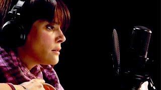 Kany García - Hoy Ya Me Voy [acústica / con letra subtitulada]