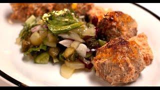Ежики в томатном соусе с огуречным салатом | Мясо. От филе до фарша
