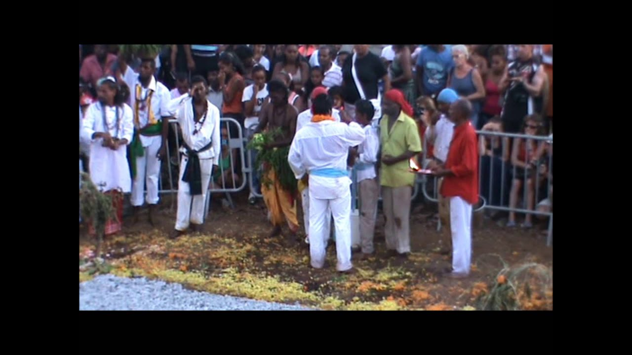 Marche sur le feu tanambo le 09/03/2014. - YouTube