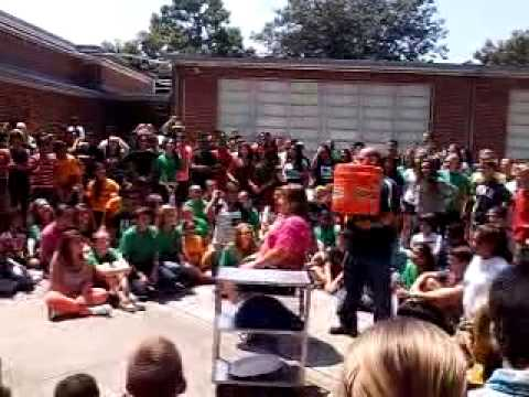 Tomlin middle school principle does ALS ice bucket challenge