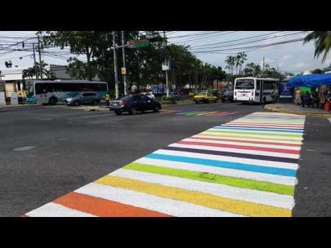 El Salvador y su Paso Peatonal Arcoiris