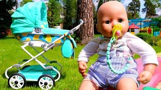 Baby Born için oyuncak bebek arabası. Bebek bakma oyunları.