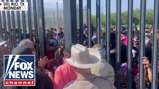 Fox News captures 'shocking' footage of migrants forcing way past border