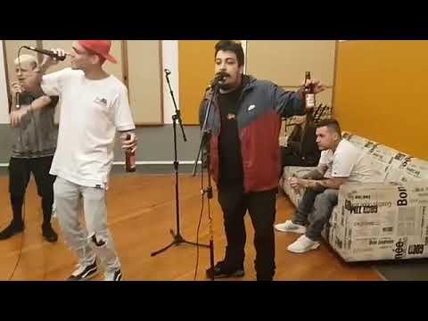 MC PEDRINHO cantando FIM DE SEMANA NA QUEBRADA com POLLO