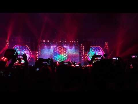 Coldplay - A Head full of Dreams . Yellow (Live in Bangkok 2017)