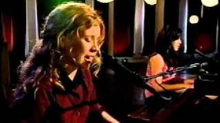 "Vanessa Carlton and Anastasia (Nikki Forova) - ""A Thousand Miles"" (MTV ""Duets"" Live in NY)"