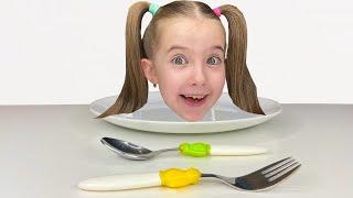 Маша готовит маме завтрак и показывает правила поведения для детей