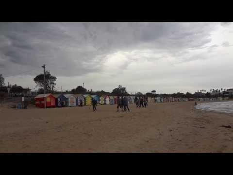 BRIGHTON BEACH & COLOURFUL BATHING BOXES , MELBOURNE ( AUSTRALIA ) MAH01180