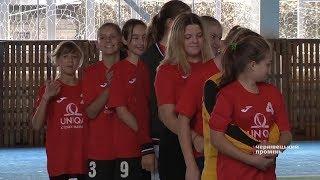 У Хотині дівчата грали в гандбол в пам'ять про загиблих героїв АТО