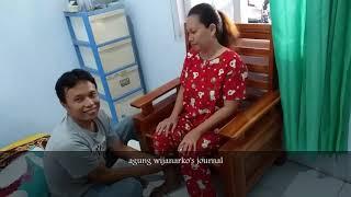 Master pijat urat syaraf tangani wanita cantik yang terkena sakit leher dan sakit kepala kronis