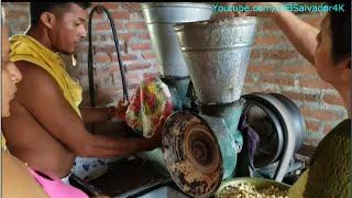 Gladis La Sirenita: fuímonos pal Molino a hacer la masa para las chengas y el fresco de masa thumbnail
