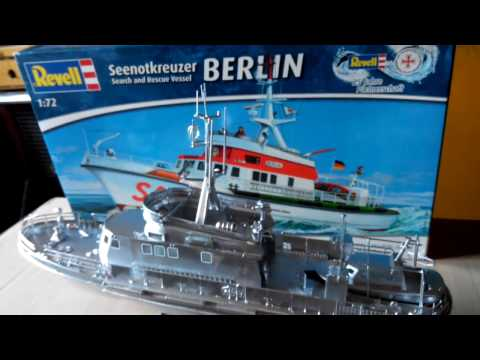 Revell Search and Rescue Vessel Berlin 1:72 scale 05211
