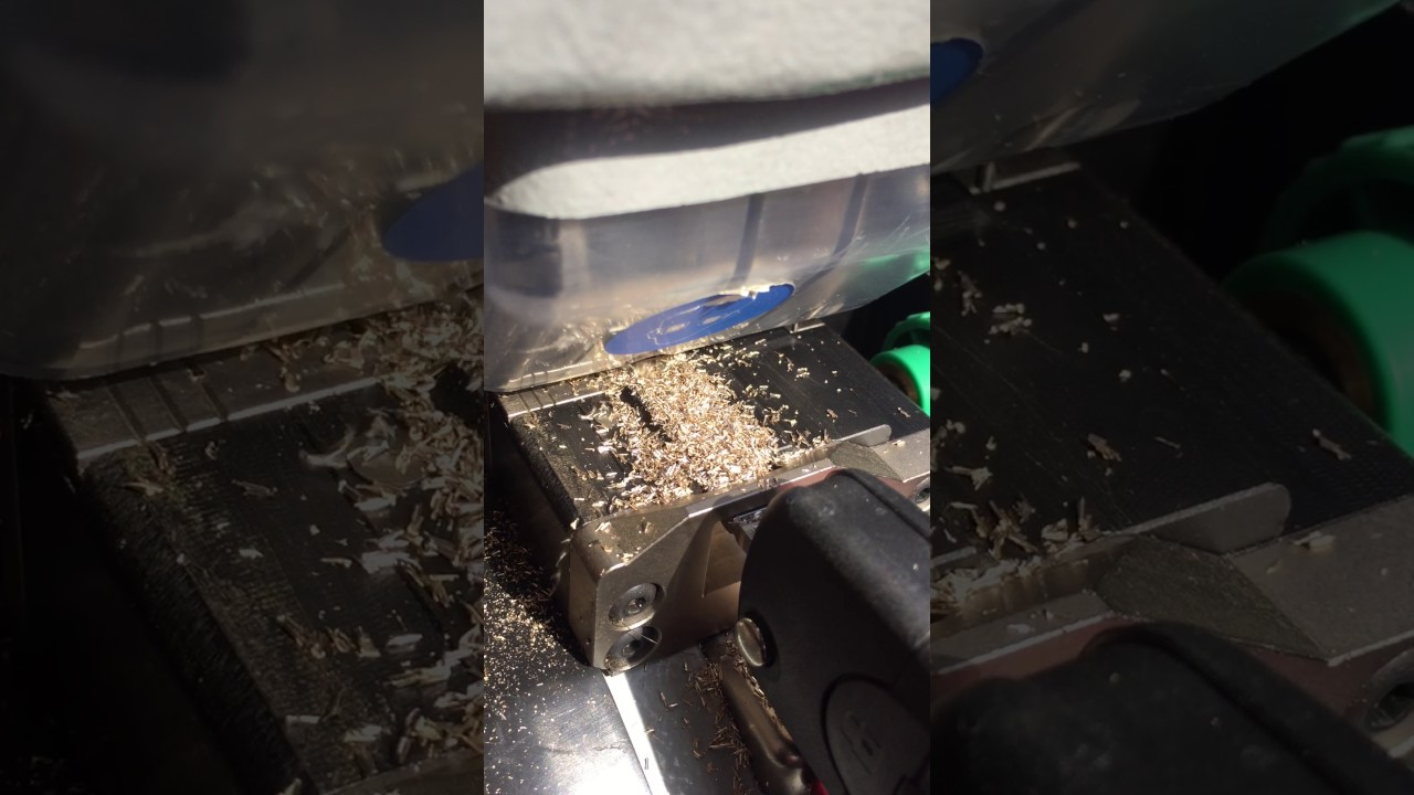 Laser key cutting serrurier montreal locksmith youtube for Serrurier montreal