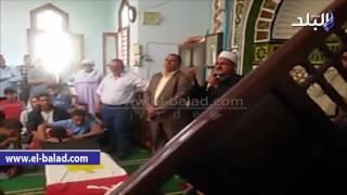 بالفيديو والصور .. محافظ بني سويف يتقدم جنازة شهيد سمسطا بالشيخ زويد