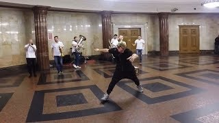 Данил Хаски - метро Москвы - случайный танец