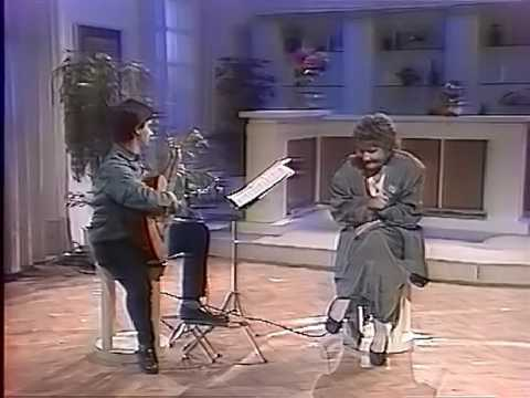 Dimitriadi & Grigoreas play Hadjidakis  TO FEGGARI EINAI KOKKINO Το φεγγάρι είναι κόκκινο