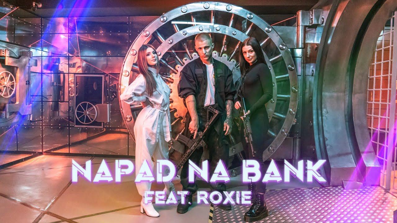 EKIPA - NAPAD NA BANK (feat. Roxie)