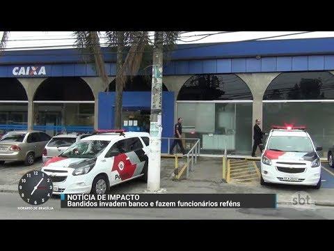 Funcionários de agência bancária são feitos reféns durante assalto   Primeiro Impacto (31/10/17)