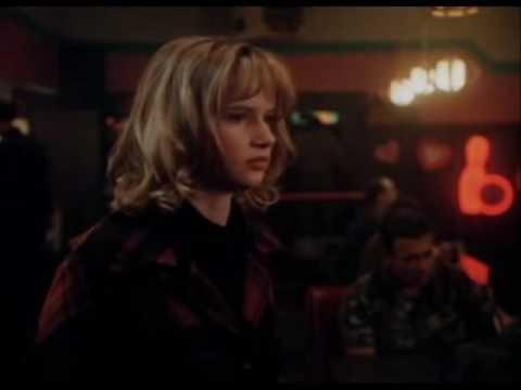 Too young to die? / Juliette Lewis Bratt Pitt