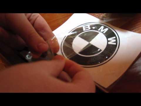 На видео как сделать наклейку