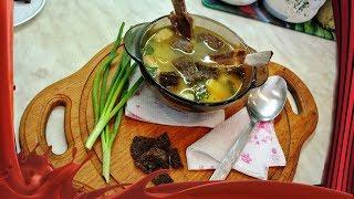 Классический гороховый суп с копченостями.