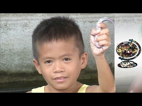 Rampant Child Poverty In The Philippines' Capital (2002)