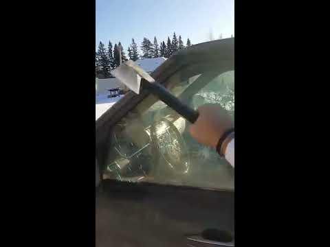 Подгляывание в окно машины фото