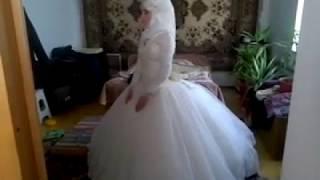 Невеста делает намаз