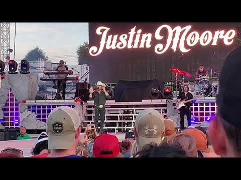 St. Pierre - Justin Moore Gives Beautiful Tribute To Granger Smith And His Late Son