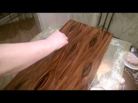 Как покрасить старую дверь под дерево