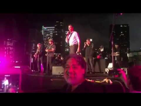 39ad8882 Willie Nelson Plays Outlaw Staples at Beto O'Rourke Rally in Austin –  Rolling Stone