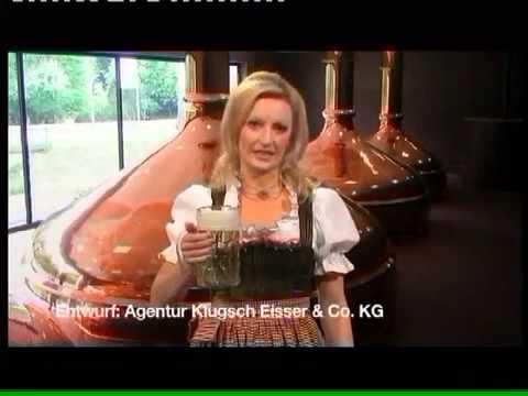 Frau trinkt 0,5 l Bier auf EX