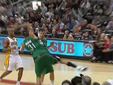 Shawn Marion dunks on Danny Granger (original commentary)