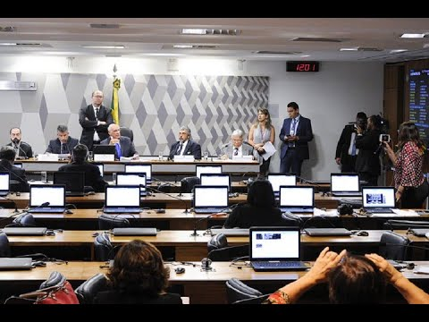 Segurança da urna eletrônica com voto impresso é questionada em debate na CCJ