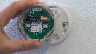 De batterijen vervangen van de Round Wireless | Honeywell Home