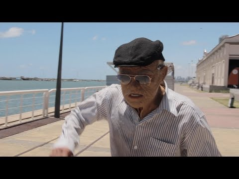 VOVÔ PARKOUR - OLD MAN PRANK AND FILM thumbnail