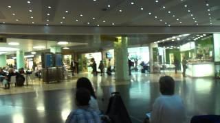 No aeroporto de Lisboa - Portugal