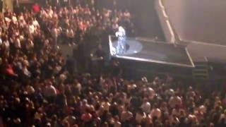 Adele Live in New York Calls up to the stage Quinn a 4 year old fan  September 19, 2016