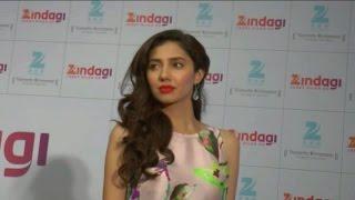 Pakistani actress Mahira Khan meets her fans in India