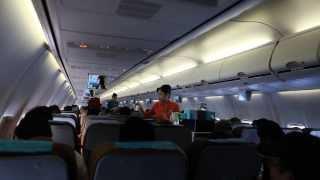 Suasana Kabin Dalam Penerbangan Pesawat Garuda Indonesia Boeing 737 serie 800 (2)