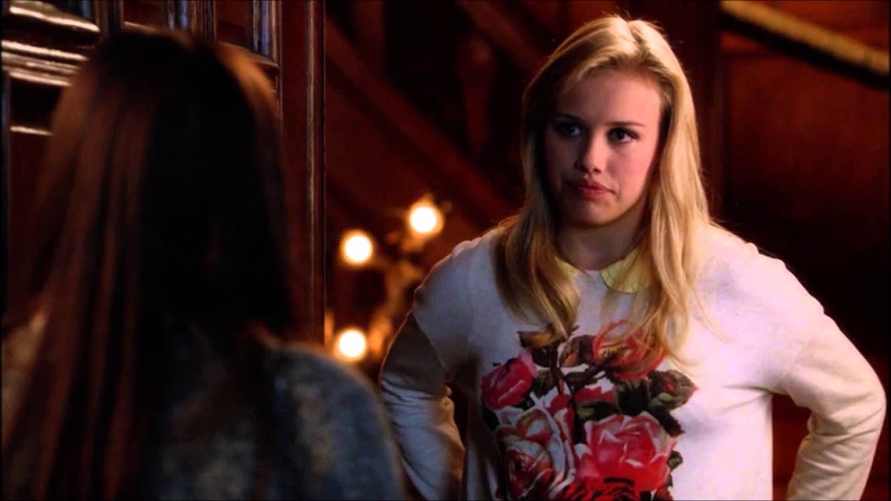 Download Brenna & Greer - 1x07 - Chasing life - First kiss