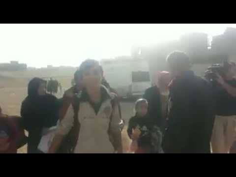 بالفيديو.. النازحون يستقبلون قائد محور جهاز مكافحة الارهاب بـ