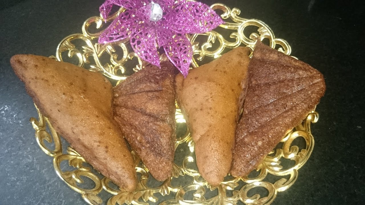 Cake Recipe With Kadai: (बिस्किट केक) Parle G Sandwich Cake Recipe In Hindi By