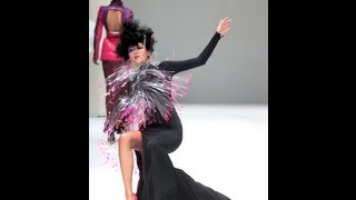 Model falls down during Julien Fournie Spring/Summer 2013 in Singapore