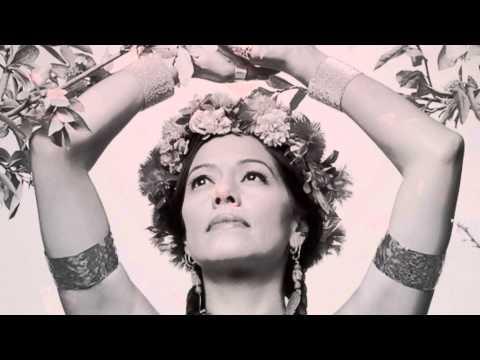 Клип Lila Downs - Agua De Rosas