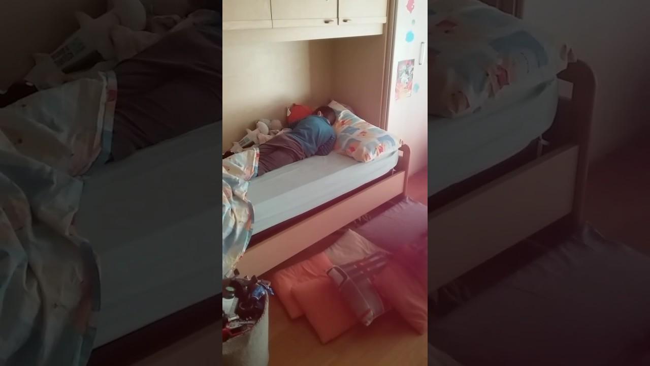 Bimbo cade dal letto youtube - Letto macchina bimbo ...