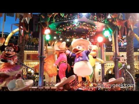 DCA: Viva Navidad! Street Party Clip