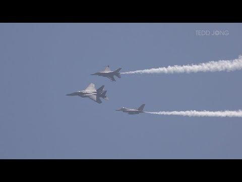 Singapore Airshow 2018: RSAF F-15 & F-16 Combined Display, 6 Feb