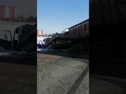 Coliziune între un camion și o autoutilitară, la Rădăuți