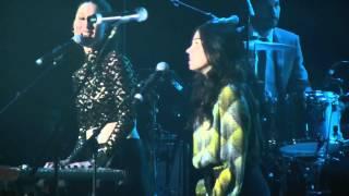 Francisca Valenzuela + Javiera Mena - Afortunada (Festival Radio Uno / Movistar Arena / 11.05.2013)